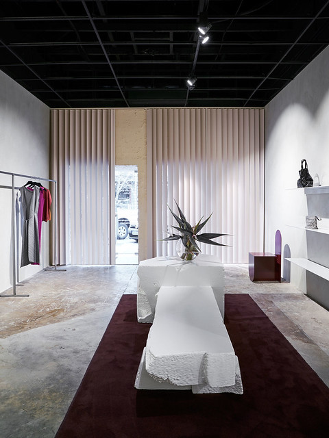 Experimental boutique interior by Ohlo studio. Sundeno_06