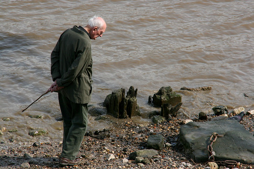 Old Man Foraging On Thames Bank, South Bank, London | by DG Jones