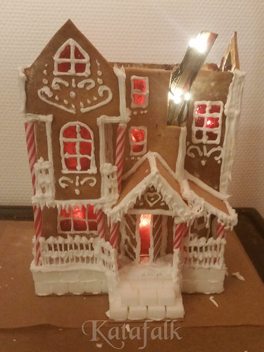 The 2016 gingerbread house - 6