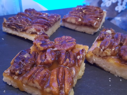 "DavaoFoodTripS.com : Salted Caramel Maple Pecan Bars | Seda Abreeza's Blue-themed Christmas Eve Dinner, ""Gliteratti"" New Year's Eve Countdown Party and More This December 2016"