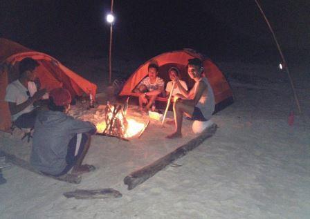suasana malam di pulau opak