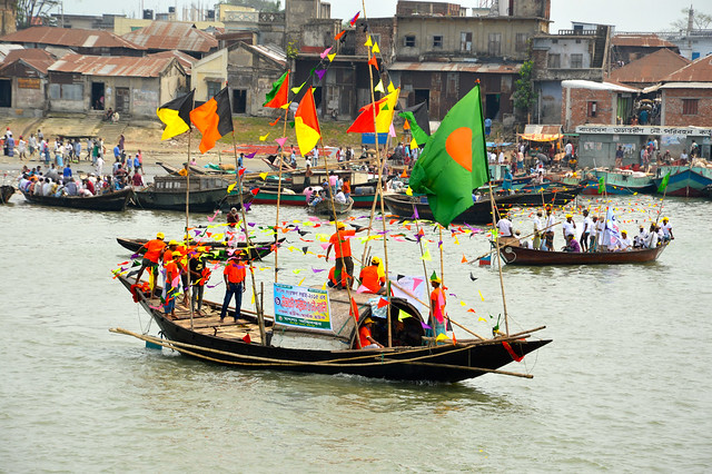 Fishers prepare for a boat rally on the eve of Jatka (hilsa fry) Conservation Week 2015, Chandpur, Bangladesh. Photo by Mohammad Mahabubur Rahman.