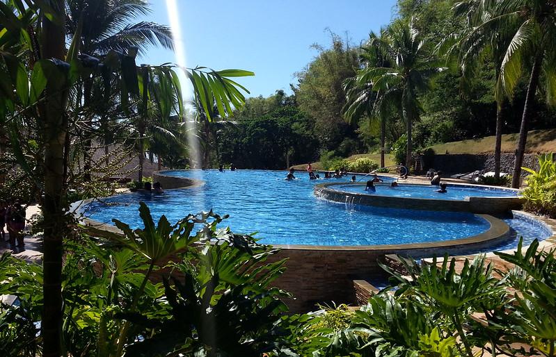 Camaya Coast infinity pool | www.wearejuanderers.com