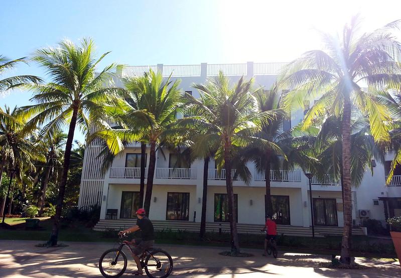 Camaya Sands Hotel facade | www.wearejuanderers.com
