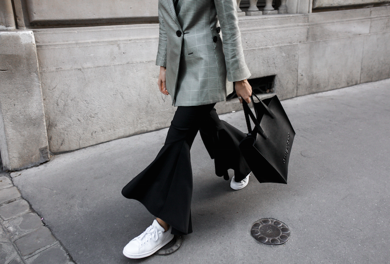 ellery cropped ankle flare pant trouser houndstooth velma blazer Givenchy tote Paris fashion blogger modern legacy workwear street style Instagram minimal (5 of 7)