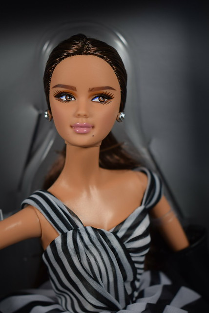 2015 Barbie Barbie Fan Club Exclusive Black And White Collection Chiffon Ball Gown Barbie DGW59 (5)