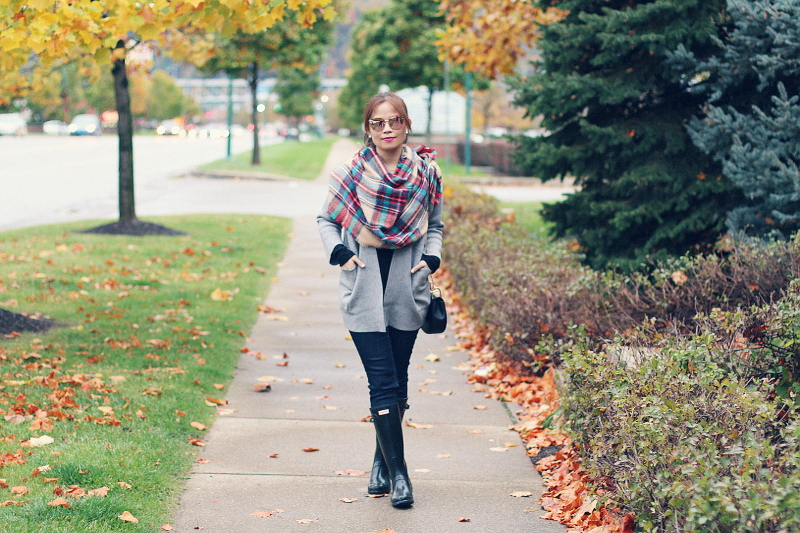 gray-cardigan-plaid-scarf-mirrored-sunglasses-hunter-boots-5