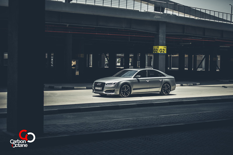 2016_Audi_S8_Plus_CarbonOctane_Dubai_11