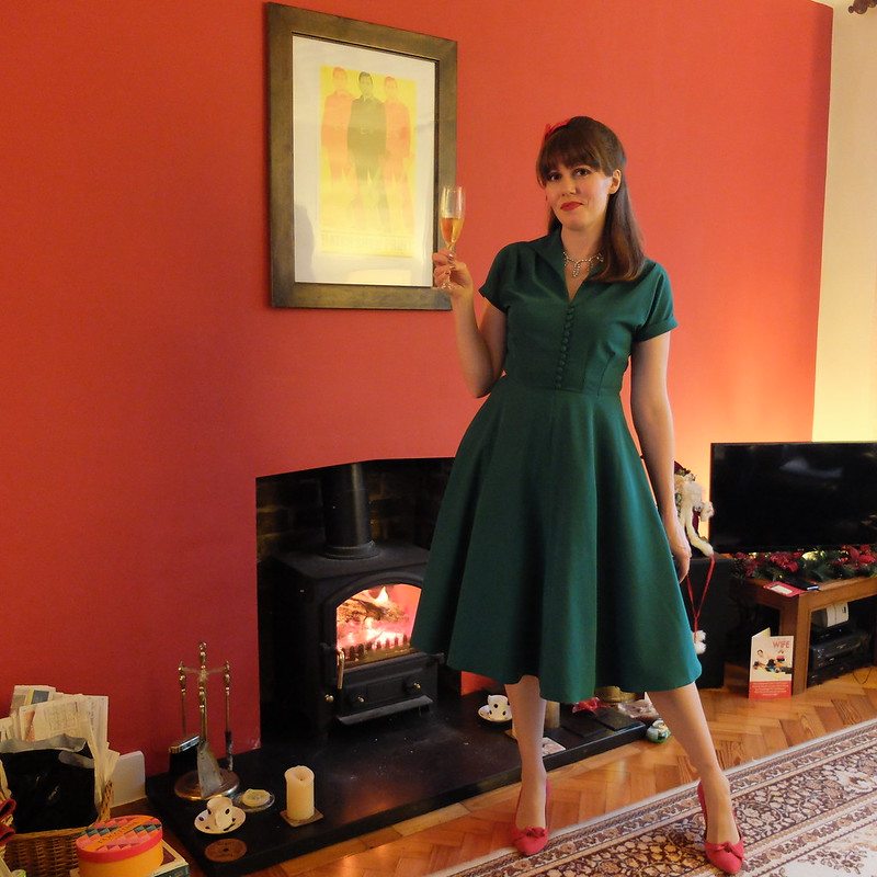 Pretty Retro Hostess