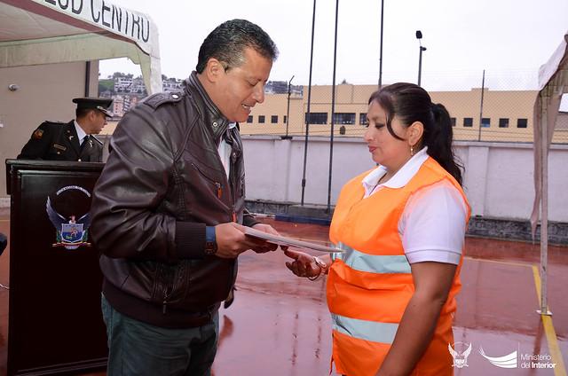 Ministerio del interior entreg certificados a 24 for Certificado ministerio del interior