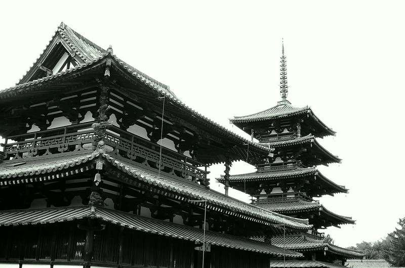 The main hall and the Pagoda (金堂・五重塔)