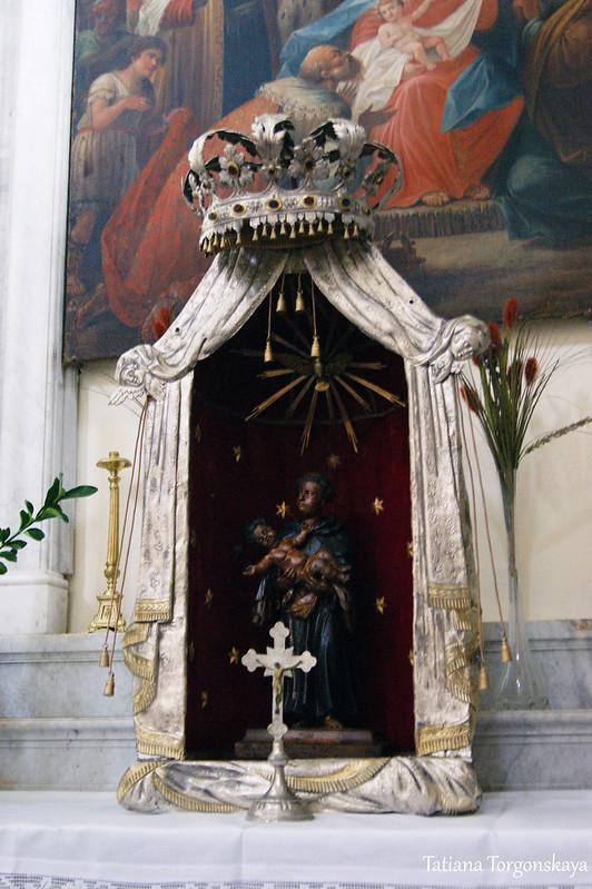 Скульптура на алтаре