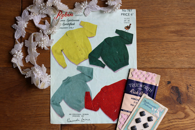 Vintage Knitting Pattern & Sewing Notions