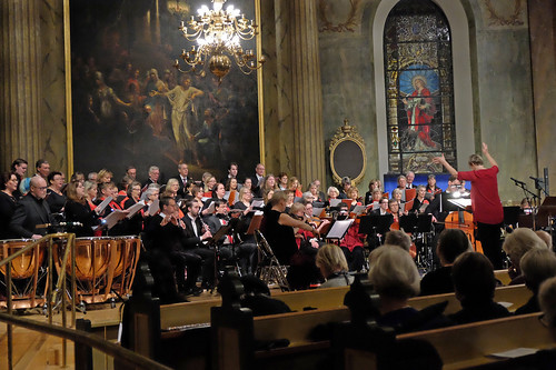 Ann-Christin Hallgren ledde kör och orkester
