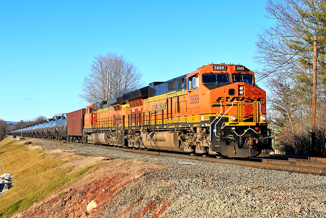 BNSF 3889 on K-140