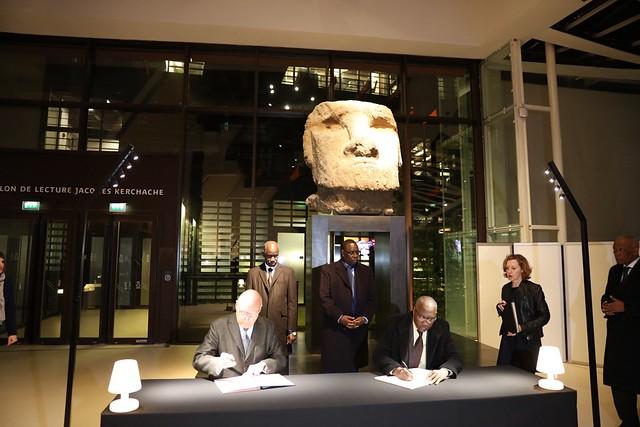 Visite et signature au Musée Quai Branly - Jacques Chirac