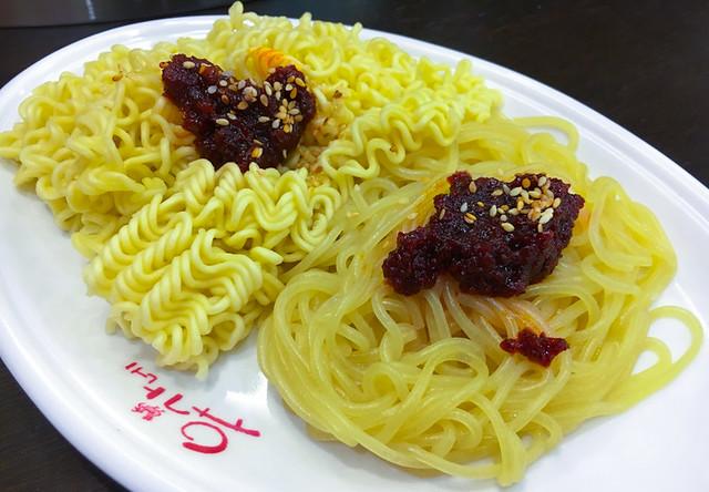 yoogane ramyeon sticky noodles