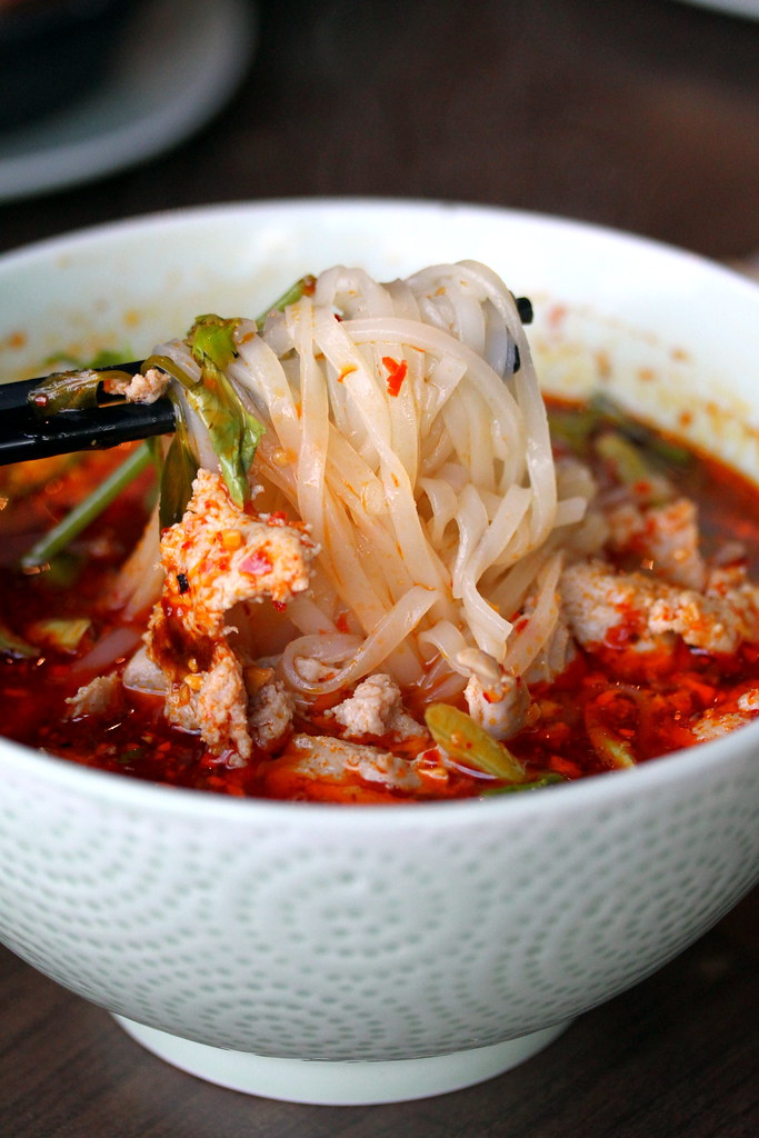 thai-express-stick-noodle-minced-chicken-prawn-in-chilli-oil-soup