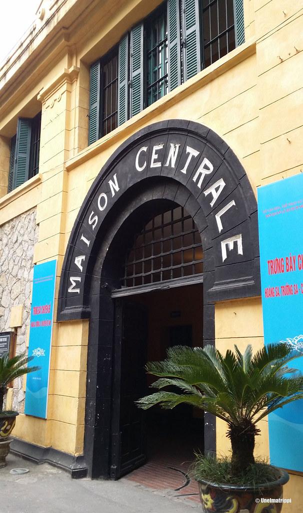 """""""Hanoi Hiltonin"""" sisäänkäynti"""