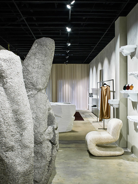 Experimental boutique interior by Ohlo studio. Sundeno_07