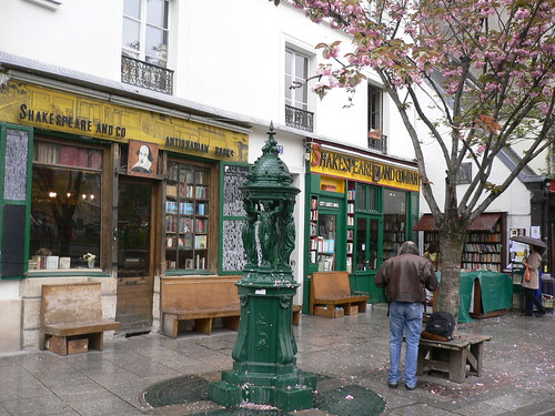 Shakespeare & Co | by petit mouvement