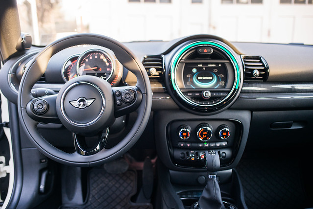 MINI Cooper Clubman All4 - Dash On