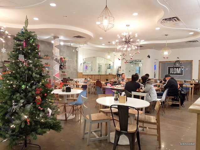 Moji Japanese Eatery interior