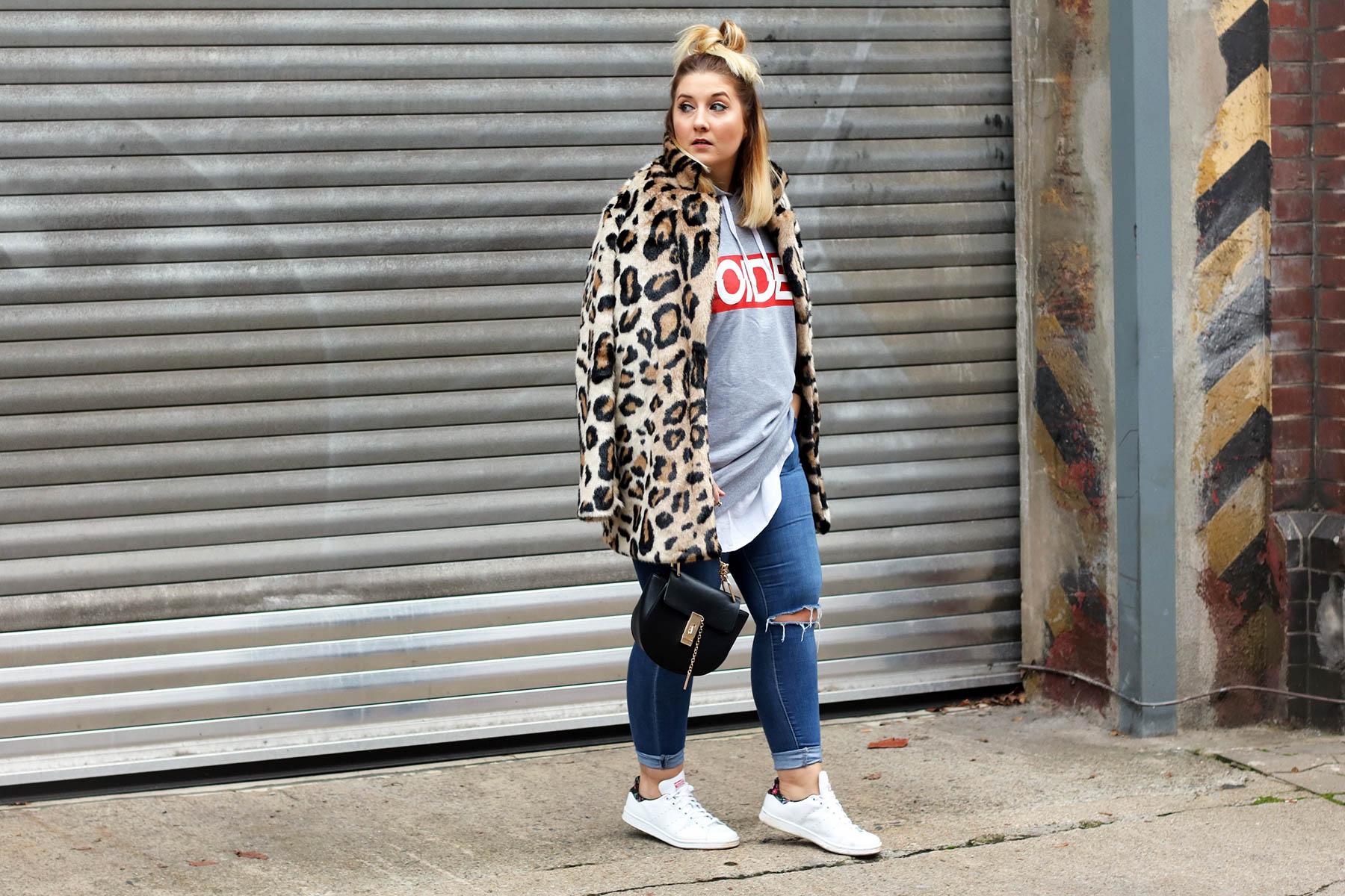 outfit-modeblog-fashionblog-fashionpassionlove-leo-mantel-trend-mantel-winter-sneaker-adidas19 (1 von 1)