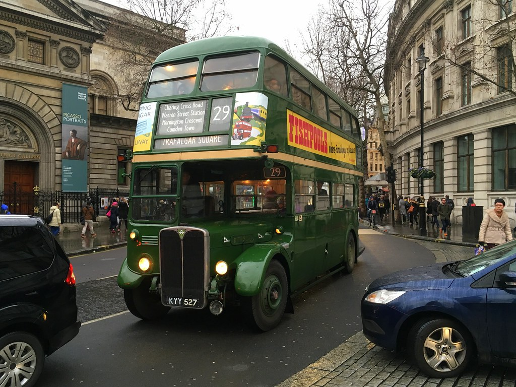 395. Vintage RT bus approaches Trafalgar Square