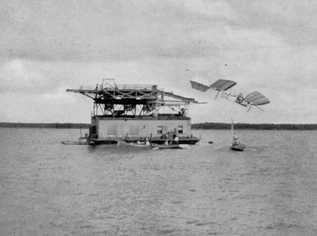 1903-Langley-Aerodrome-plunges-into-Potomac-8-October