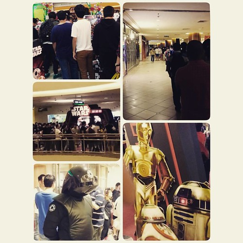The long queue at my local #tru at midnight yesterday. All for the love of The Force Awakens merchandises. #starwars #forcefriday #geeksdotheunthinkable
