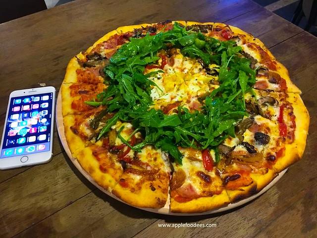 16 inch Pizza Famiglia