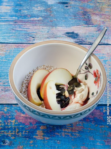 red currant skyr bowl