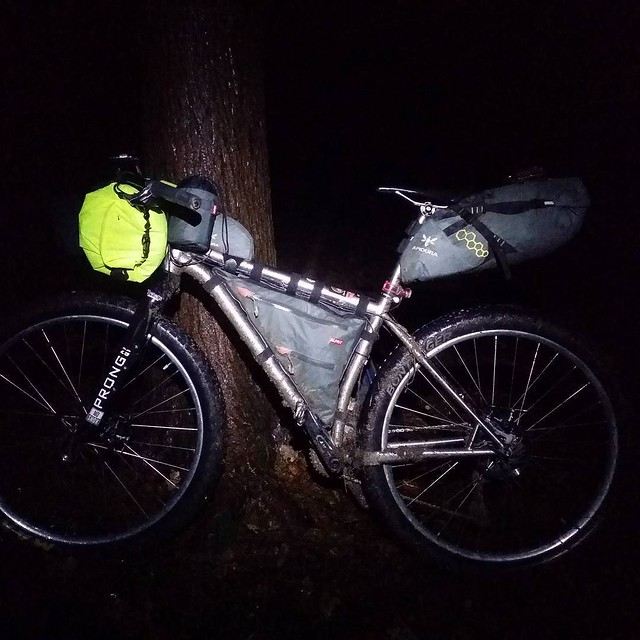 My Travers loaded up last night ● ● ● #fatbike_29plus_life #29plus #29erplus #titanium #tilushness @traversbikes #RussTi #rigid #carbonfork #dynamohub #SPDynamo @use_exposurelights #revo #buschandmuller #ewerk @spurcycle #bike #cycling #bicycle #bicycleri