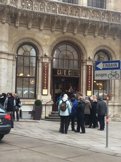 Cafe Zentral, da darf wohl nicht jeder rein?