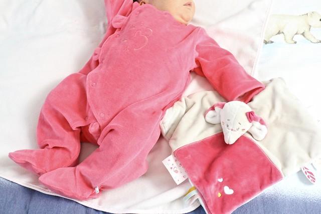 benvenuta mamma - pigiama bebé e doudou Noukies