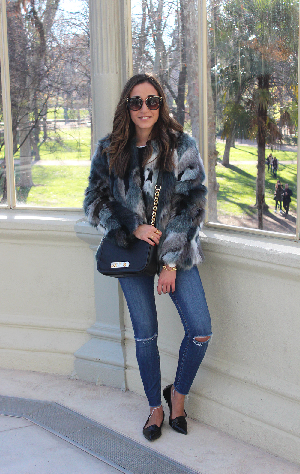 faux fur coat jeans pretty ballerinas black flats coach bag casual outfit fashion style06