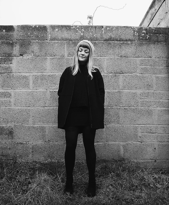 black wool raw edge coat cos minimal black monochrome fashion blog blogger outfit