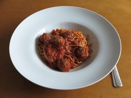 Spaghetti mit Fleischbällchen in Tomatensoße (Rest)