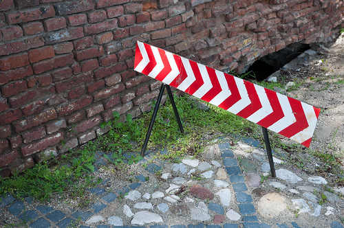 Red and white sign to avoid construction zone | by Horia Varlan