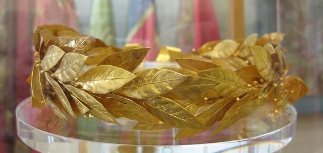 Golden wreath of laurel leaves