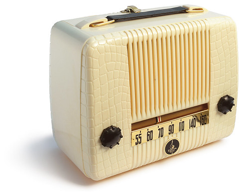 Emerson radio model 560, 1947(?) | by galessa's plastics