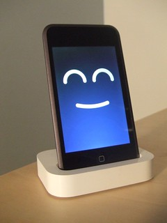 Happy iPod | iPod touch/iPhone wallpapers from Gizmodo | MrDerk ...