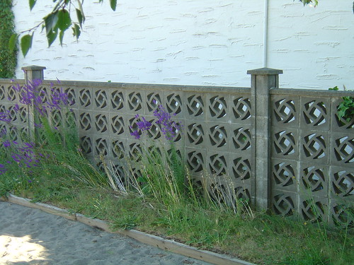 how to build a fence on a concrete patio