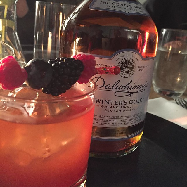 Dalwhinnies Winters Gold mit Johannisbeersirup #Dalwhinnie #Diageo #instager #instafood #muenchen #cocktail #overnight #whiskytime #whiskynight #cocktailtime #whiskycocktails #whisky #whiskydinner #whiskyandfood #wineandfoodpairing #occamdeli