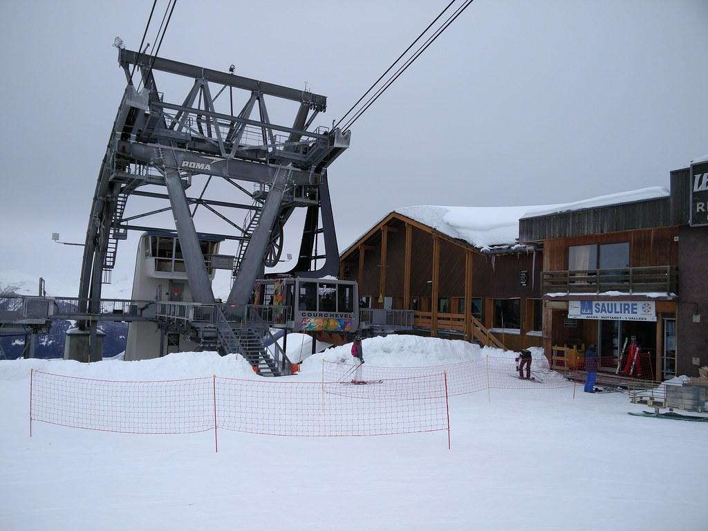 Saulire gondola station