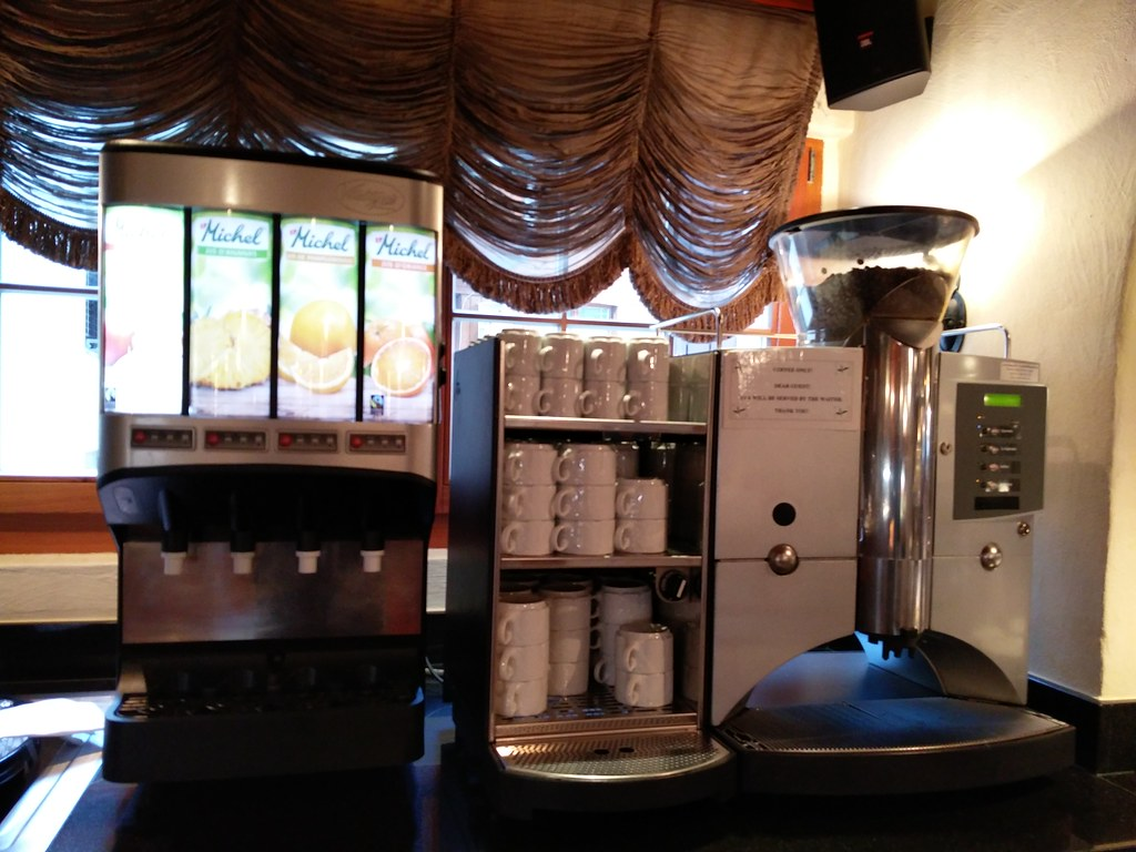 Espresso machine and juice dispenser