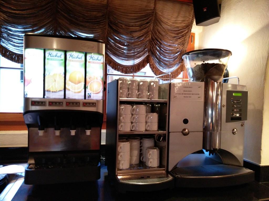 Espresso machine and juice dispenser