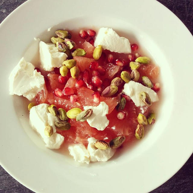 Breakfast for a busy Sunday ️ pompelmoes, granaatappel, ricotta en pistachenoten. #ontbijt #breakfast #fruitontbijt #fruitbreakfast #healthylife #healthybreakfast #gezondontbijt #glutenvrij #glutenfree #glutenfreebreakfast #glutenvrijontbijt #projecthealt