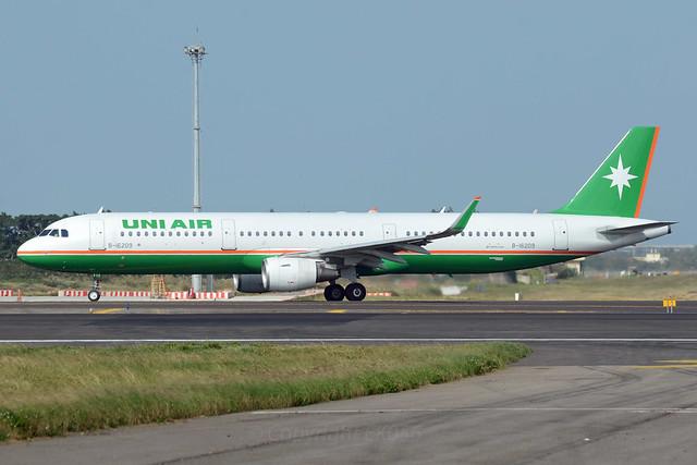 UNI Air Airbus A321-211 B-16209 Sharklets